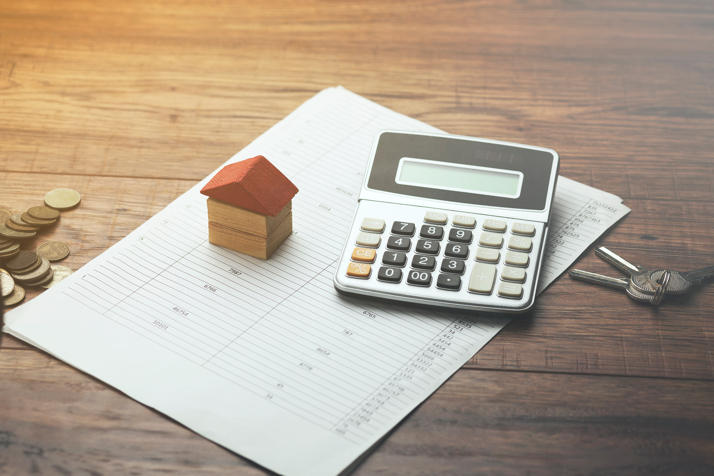 Vender una vivienda para comprar otra: ¿qué impuestos hay que pagar?